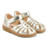 Sandal med hjerter og velcro luk.