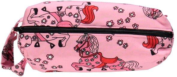 Penalhus med heste sea pink