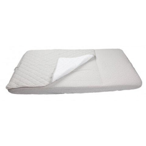 Sovepose med påsyet lagen