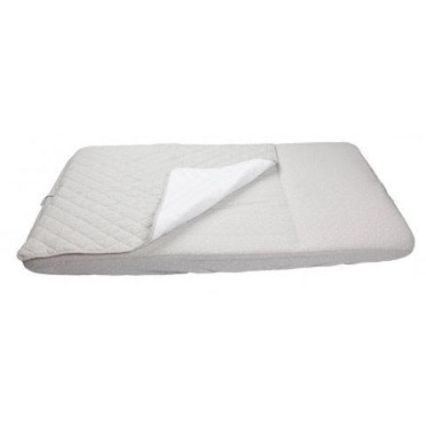 Sovepose med påsyet lagen, inkl. madras